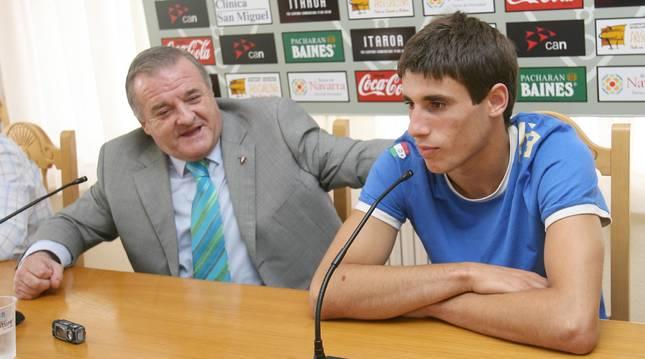 El día en que Javi Martínez se despidió de Osasuna. Era julio de 2006. Su cara era un poema.