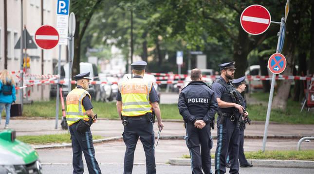 Agentes de la Policía en el lugar del suceso.