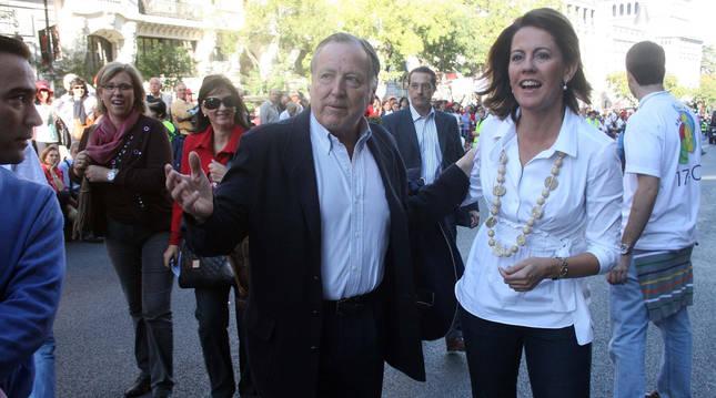 Álvarez del Manzano junto a Yolanda Barcina en 2009.