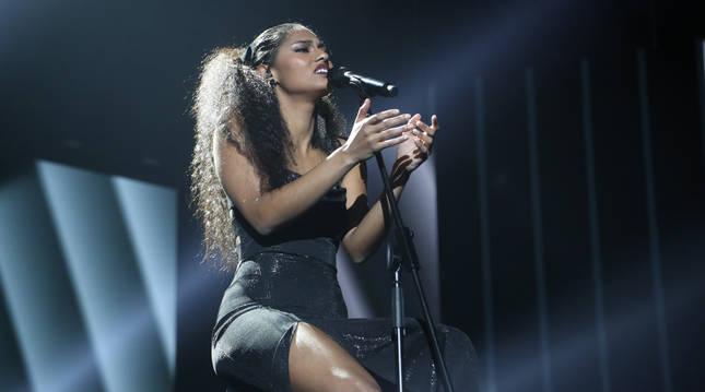 foto de La cantante Nia Correia, ganadora de Operación Triunfo 2020, durante su actuación en la final de OT