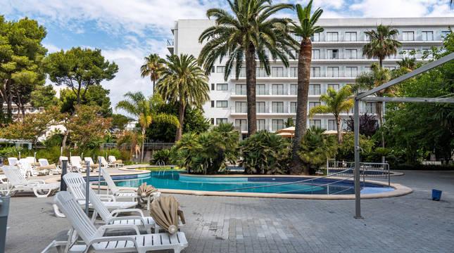 El hotel Riu Bravo de la Playa de Palma se prepara para recibir el lunes 15 de junio a los primeros turistas alemanes que llegaran a la isla de Mallorca con el Plan Piloto para el Turismo.