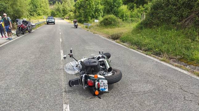 Herido leve un motorista de 61 años tras sufrir una caída en Latasa