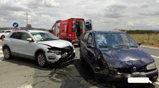 Estado en el que han quedado los vehículos tras el accidente.
