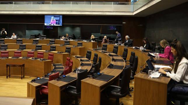 Reunión de la comisión especial constituida en el Parlamento foral para realizar propuestas al Plan Reactivar Navarra.
