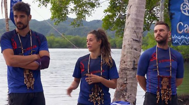 Jenny, en el centro, junto a Mikel (izda.) y Patxi.