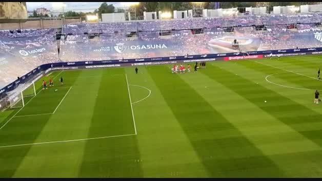 Así luce El Sadar sin afición y en obras durante el calentamiento de Osasuna y Atlético