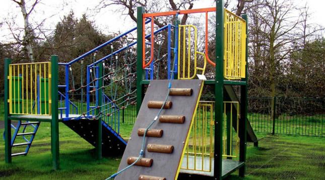 El patio de Bernat Etxepare incorporará una zona verde y áreas de juego