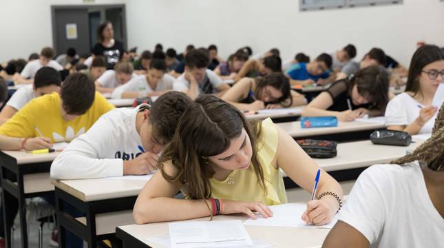 Estudiantes en la EvAU, en una imagen de archivo