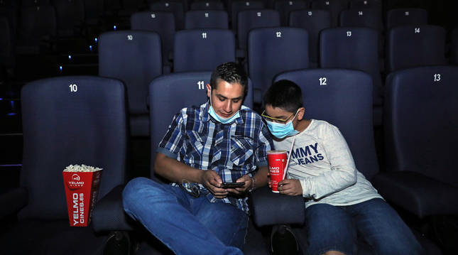Adrián Saeteros Cabrera e Ian Saeteros Castillo ayer, poco antes de que empezase 'Sony, la película'.