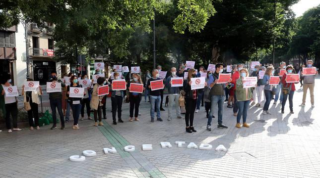 foto de Concentración de los sindicatos de Educación frente al Parlamento de Navarra
