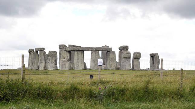 Descubren un anillo prehistórico de dos kilómetros en Stonehenge
