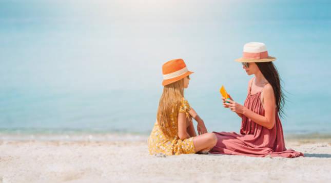 ¿Cuál es la mejor forma de proteger a mi hijo del sol?