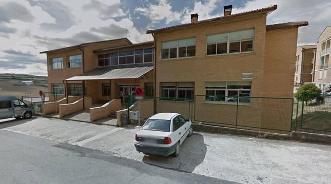 Exterior del colegio de Mendigorría.