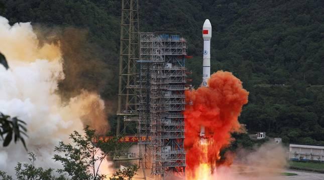 Foto del momento del despegue del último satélite del sistema chino de navegación Beidou (BDS).