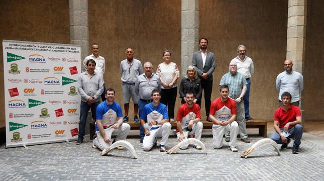 Arriba: José Miguel Leache (e-Remonte), Jesús Mª Porrón (FNPV), Merche Almiñana (ADANO), Miguel Bados (El Corte Inglés), José Antonio Yeregui (e-Remonte). En medio, Jokin Arruti (Aoiz), Miguel Pozueta (INDJ), María Caballero (Pamplona), Alfredo Arruiz (F. Remonte) y Fernando Aranguren (amplona). Abajo:  Garcés, Azpíroz, Beñat y Ezkurra II y Jaime Aguirre (F. Remonte).