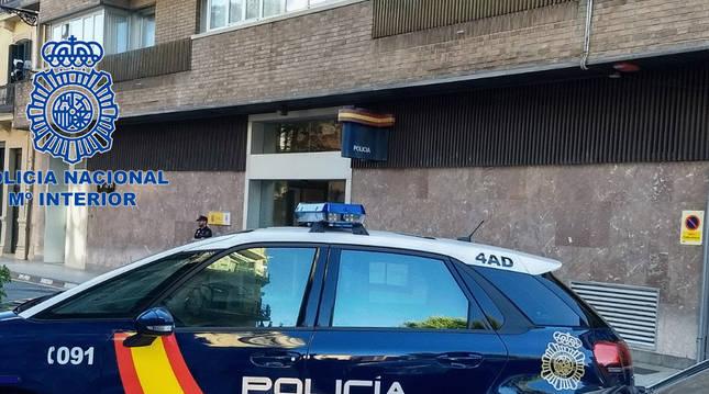 Foto de la entrada a la comisaría de la Policía Nacional, en Pamplona.