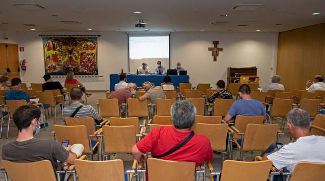 Foto de la asamblea de Mancomunidad se celebró el jueves en el centro parroquial de la plaza San Juan de Estella.