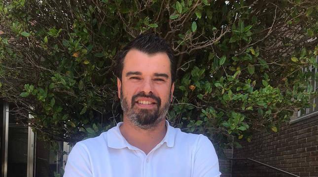 Foto del pamplonés Pedro Tourón Porto, de 35 años, es periodista, padre de cinco hijos varones, y, a punto, de tener el sexto.