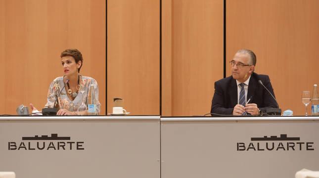 La presidenta del Gobierno de Navarra, María Chivite, y el alcalde de Pamplona, Enrique Maya, este viernes en ruda de prensa.