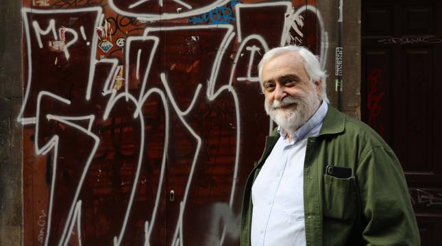 El escritor pamplonés Miguel Sánchez-Ostiz critica la violencia policial, el nacionalismo y la corrección política en su última obra.