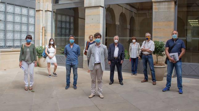 Foto de los integrantes del Servicio de Ejecución Penal con el consejero Santos en el centro.