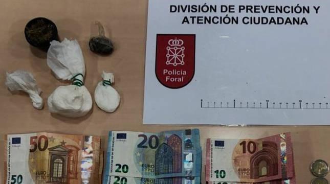 Sustancias y dinero que portaba el detenido en Ansoain.