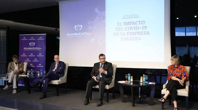 Chechu Rodríguez (CCOO), Carlos Fernández Valdivielso (CEN), Javier Remírez (Gobierno) y Marisol Vicente (UGT), este martes, durante el debate.