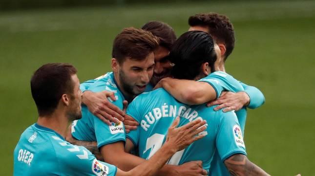 Imágenes del partido entre Eibar y Osasuna disputado en Ipurura