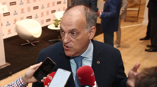 foto de El presidente de LaLiga, Javier Tebas, responde a los medios de comunicación