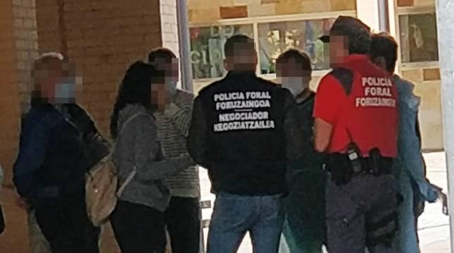 El equipo de negociadores de Policía Foral intervino a mediados de junio en Artica, donde un padre se encerró con su hija menor.