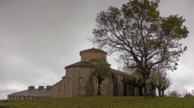 El santuario románico de San Miguel de Aralar.