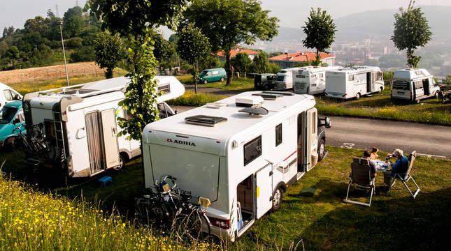 Autocaravanas, esta semana, en el parking de Kobetamendi de Bilbao.