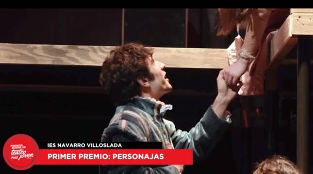 Un momento de la obra de teatro del IES Navarro Villoslada 'Personajas'.