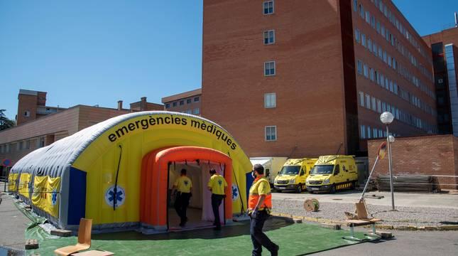 Hospital de campaña montado junto al Hospital Universitario Arnau de Vilanova de Lleida.