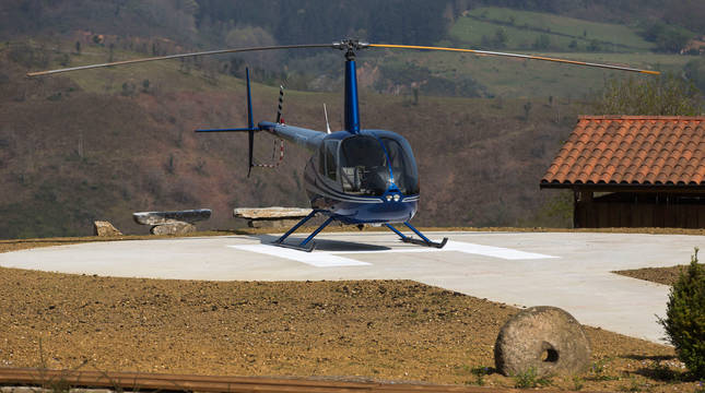 Un helicóptero, en las instalaciones de Irisarri Land.