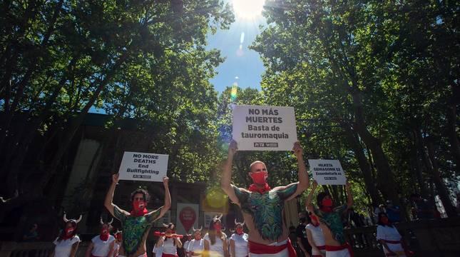 Protesta de PETA y AnimaNaturalis para pedir el final de las corridas de toros