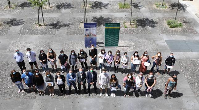 Alumnos y alumnas que han realizado estancias en países europeos con sus diplomas de Erasmus+