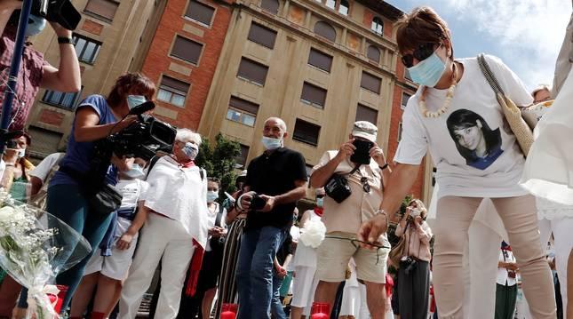 Momento del acto de recuerdo y homenaje a la joven Nagore Laffage, asesinada en los Sanfermines de 2008 celebrado este martes 7 de julio en Pamplona.