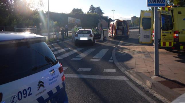La Policía Municipal y los servicios de emergencias, en el lugar del atropello.