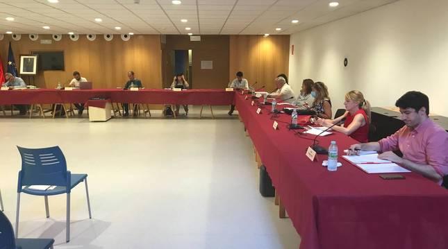 Foto de los concejales de la oposición que forman PSN y Navarra Suma, este jueves en la escuela de música.