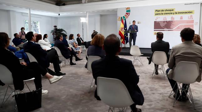 Foto de Pedro Sánchez interviniendo en la presentación del plan de choque