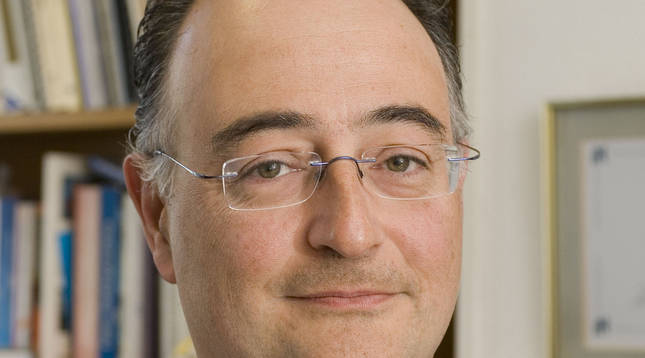Foto del alergólogo del CHN José María Olaguíbel.