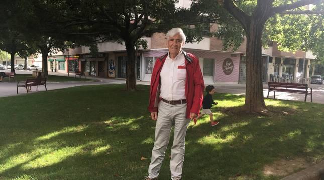 Foto de Miguel Ángel Alustiza el pasado día 6, con el pañuelo rojo bordado en el bolsillo.
