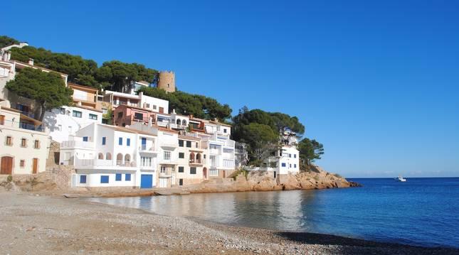 Cinco pueblos españoles medievales junto a la costa