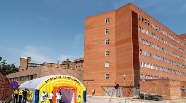Vista del hospital de campaña montado en el recinto del hospital Arnau de Vilanova de Lleida, capital de la comarca del Segriá.