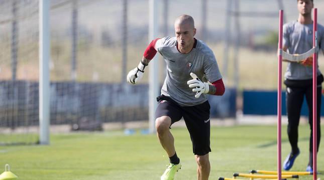 Rubén Martínez realiza un ejercicio en Tajonar en una sesión reciente.