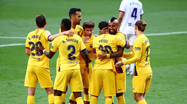 Los jugadores del Barça celebran el único gol del partido.