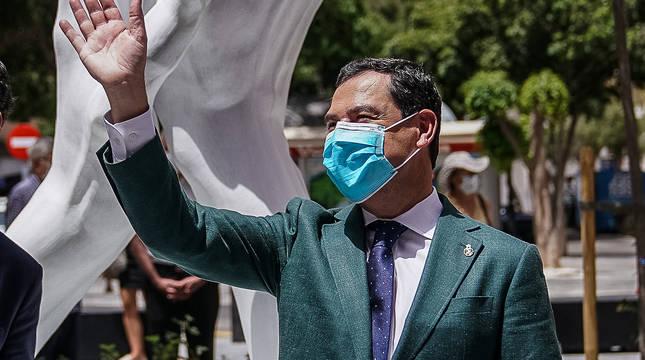 El presidente de la Junta de Andalucía, Juan Manuel Moreno, con mascarilla