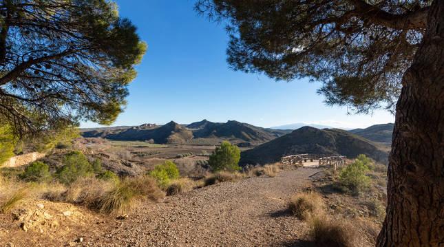La ruta de Las Roscas permite disfrutar de un paseo entre bellas formaciones geológicas.