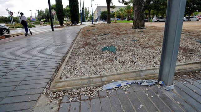 Foto de una cinta policial en la zona del apuñalamiento en Torrent (Valencia) de Dani Menjíbar,  exconcursante de 'MyHyV'.